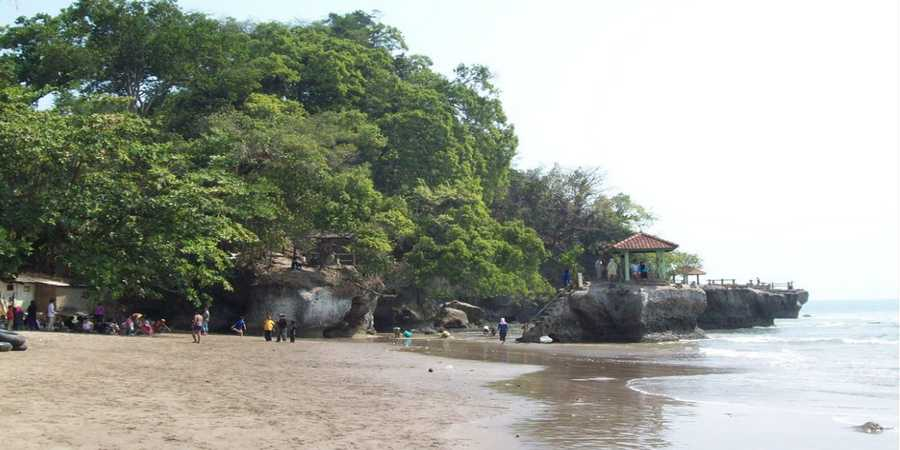Tempat Wisata di Kebumen Jawa Tengah - Wisata Pantai Karang Bolong